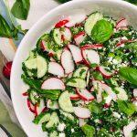 салат с редисом, фетой и базиликом